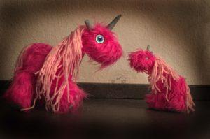 einhorn DIY Do it yourself kreativ Blog creative sew Nähen unicorn pink video Youtube instruction anleitung Schnittmuster pattern for free kostenlos verschieden Größen Maloutainment Hund dog Kind child toy Spielzeug