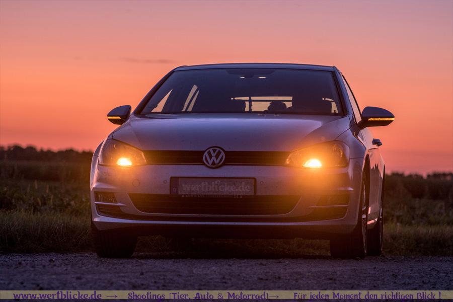 VW Golf 7 bei Sonnenaufgang