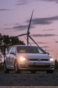 VW golf 7 bei Sonnenuntergang