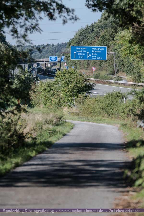 Strecke an der Autobahn bei Weitwanderung