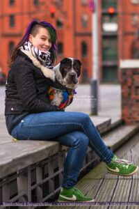Bloggerin Malou mit Shar Pei Kingston